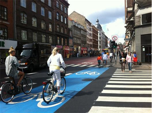 En demokratisk uppdelning av det offentliga rummet ger plats åt alla trafikslag.