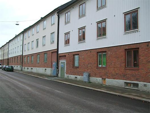Fasader mot gata utan lokaler