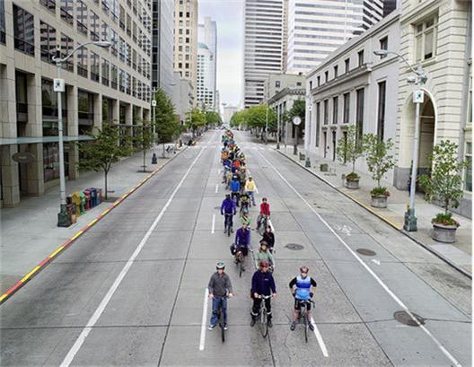 Hundra cyklister tar bara upp en fil