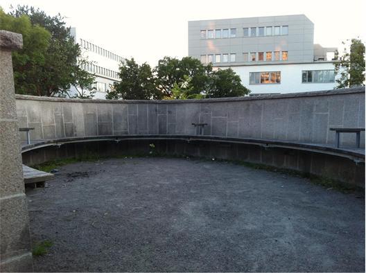 Myspys väntar på toppen av Nelly Sachs park