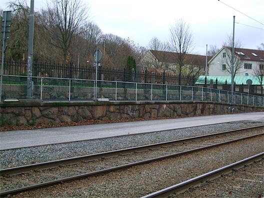 Trottoar på terrass vid Djurgårdens begravningsplats