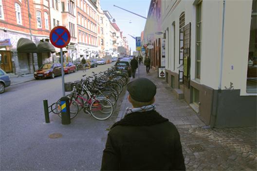 Stora Nygatan i Malmö med författaren som third-person shooter.