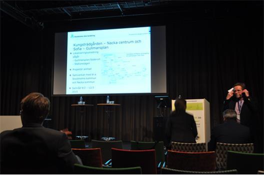 Riggert Andersson presenterar de planerade tunnelbaneutbyggnaderna.